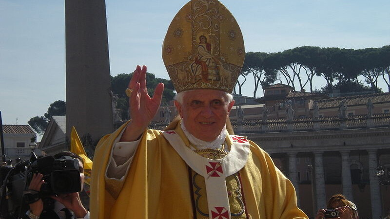 Pope tells priests: Start blogging