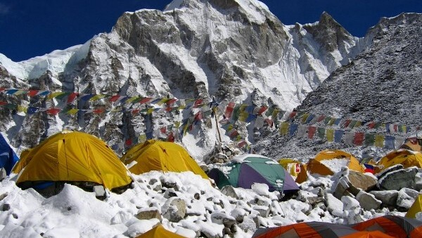 Video call from the roof of the world: 3G comes to Mt. Everest