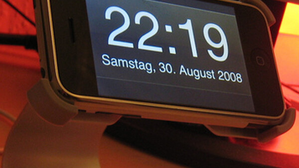 iPhone alarm bug hits as clocks go back in Europe [Updated]