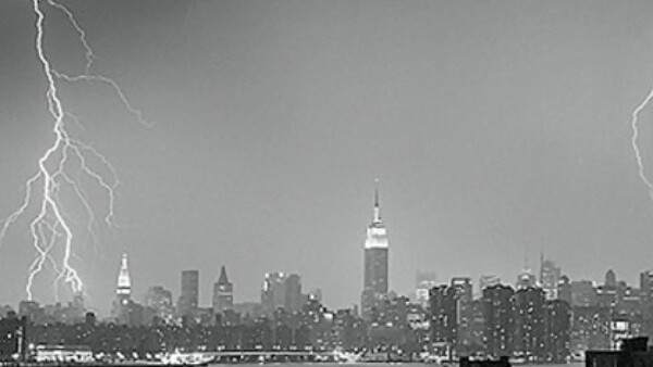 Video: Snow lightning in New York City!