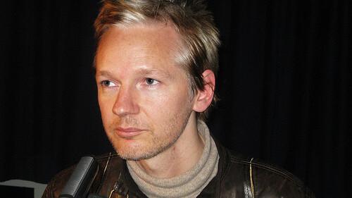 """Julian Assange signs $1.5 million book deal """"to keep WikiLeaks afloat"""""""