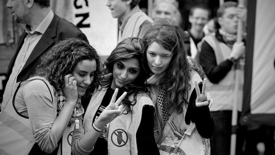 Facebook Intifada Page Strikes a Social Media Chord