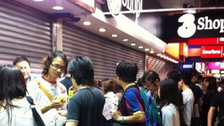White iPhone 4 launch brings huge lines, hungry scalpers in Hong Kong