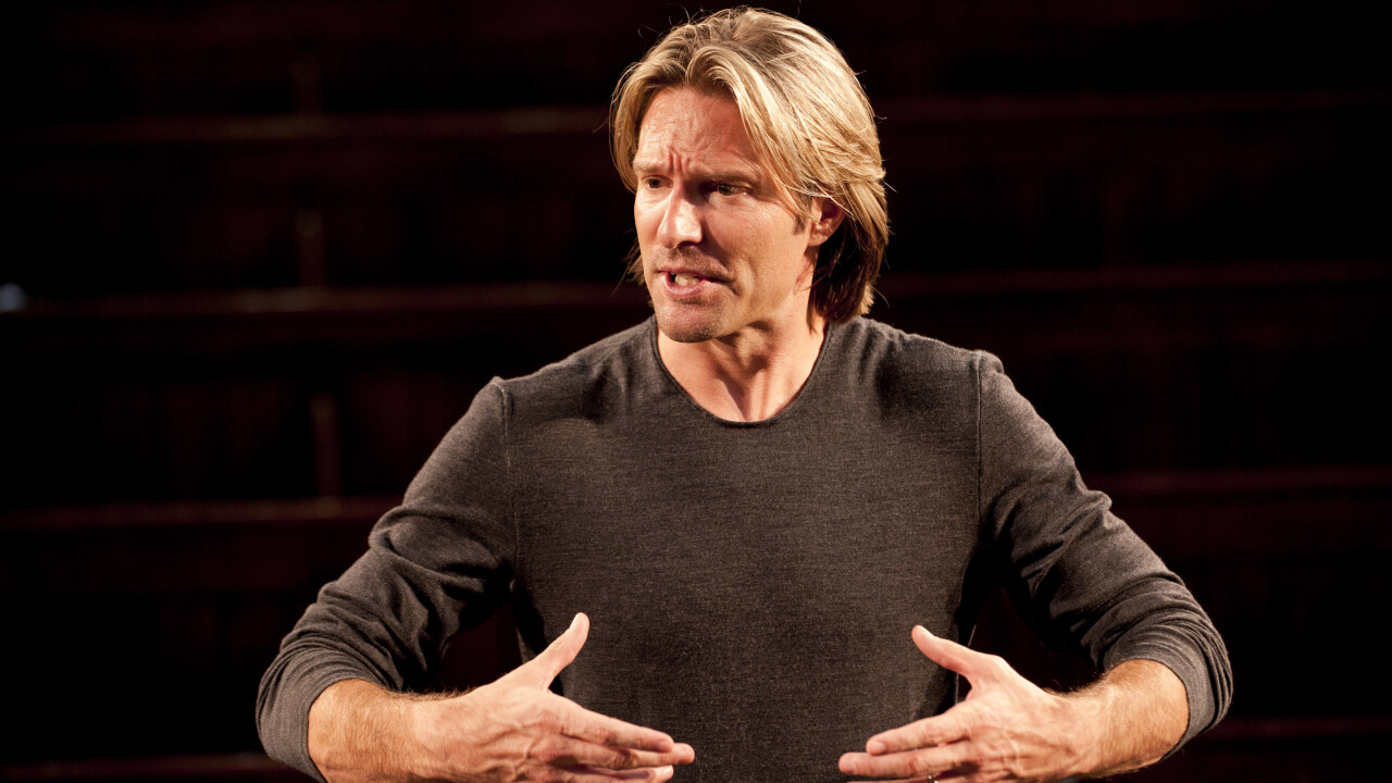 Eric Whitacre conducts a virtual choir of 2,000 voices on YouTube