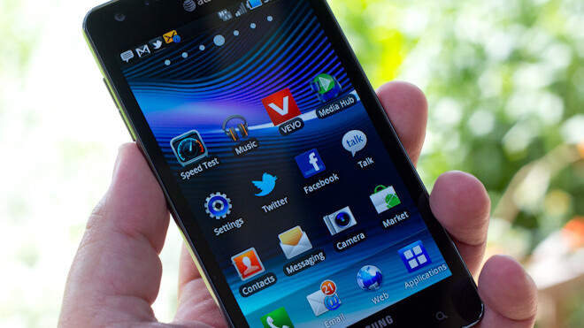 Review: Samsung Infuse 4G is huge, fast, held back by software