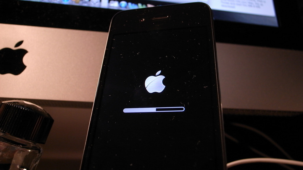 """Apple to release iOS 4.3.3 """"within the next two weeks"""", fix location tracking bug"""