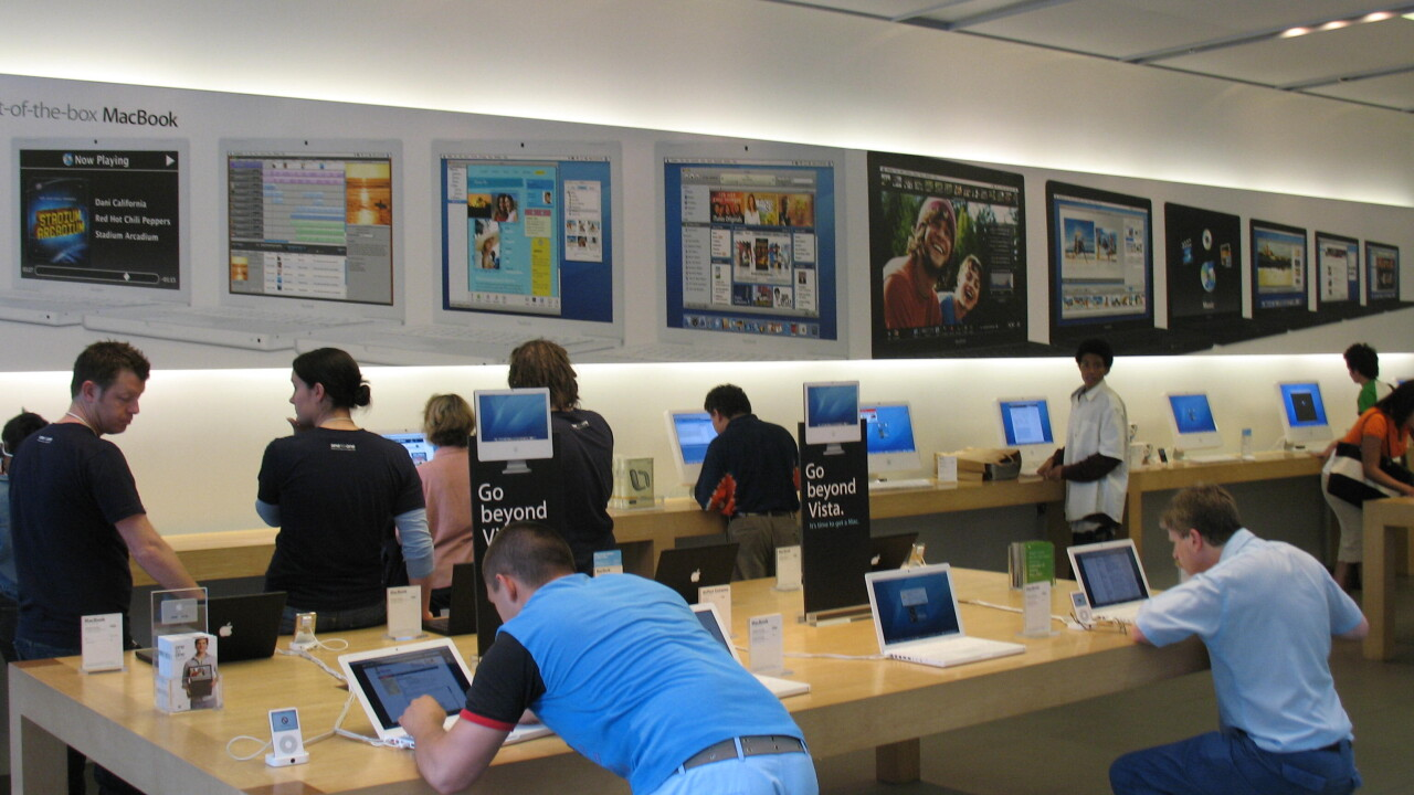 Best of: Pictures left in Photo Booth at Apple Stores
