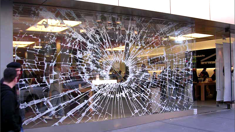 """Robber """"wearing a white ninja suit"""" crashes into Apple Store"""