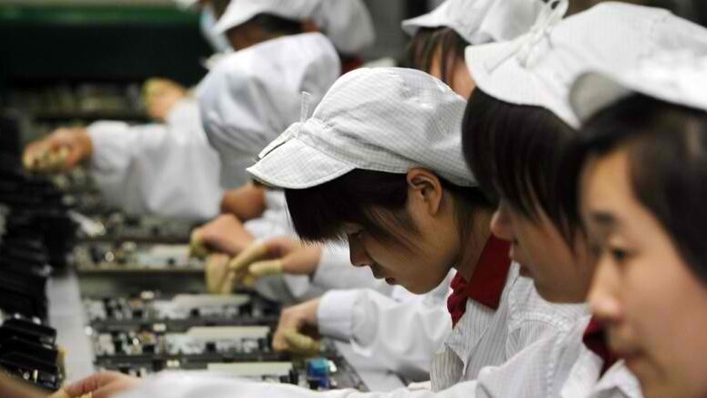 Amazon tablet production faces limitations as Apple increases iPad 2 orders