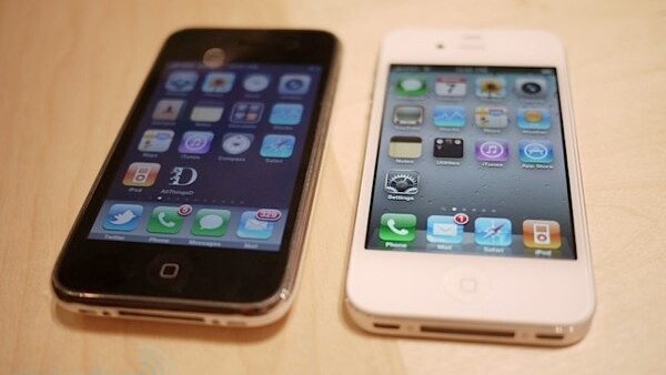 Apple begins selling unlocked GSM iPhone 4 in US