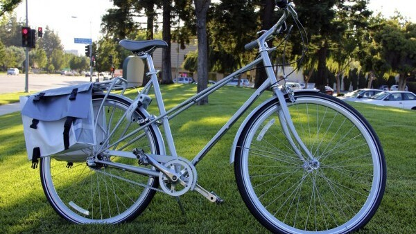 Apple hands out bikes to staff, just don't call them iBikes