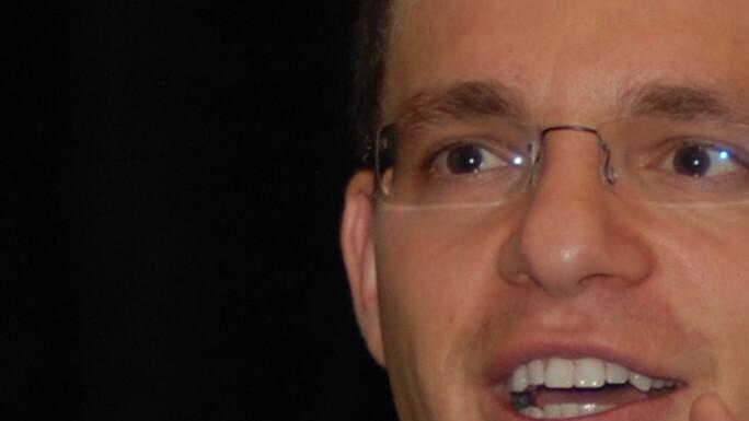 Max Levchin leaves Google. Slide (and Photovine) to be shut down.