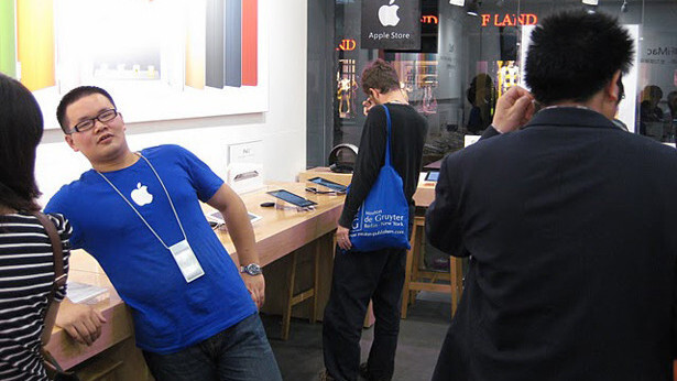 Chinese authorities crack down on fake Apple Store logo usage