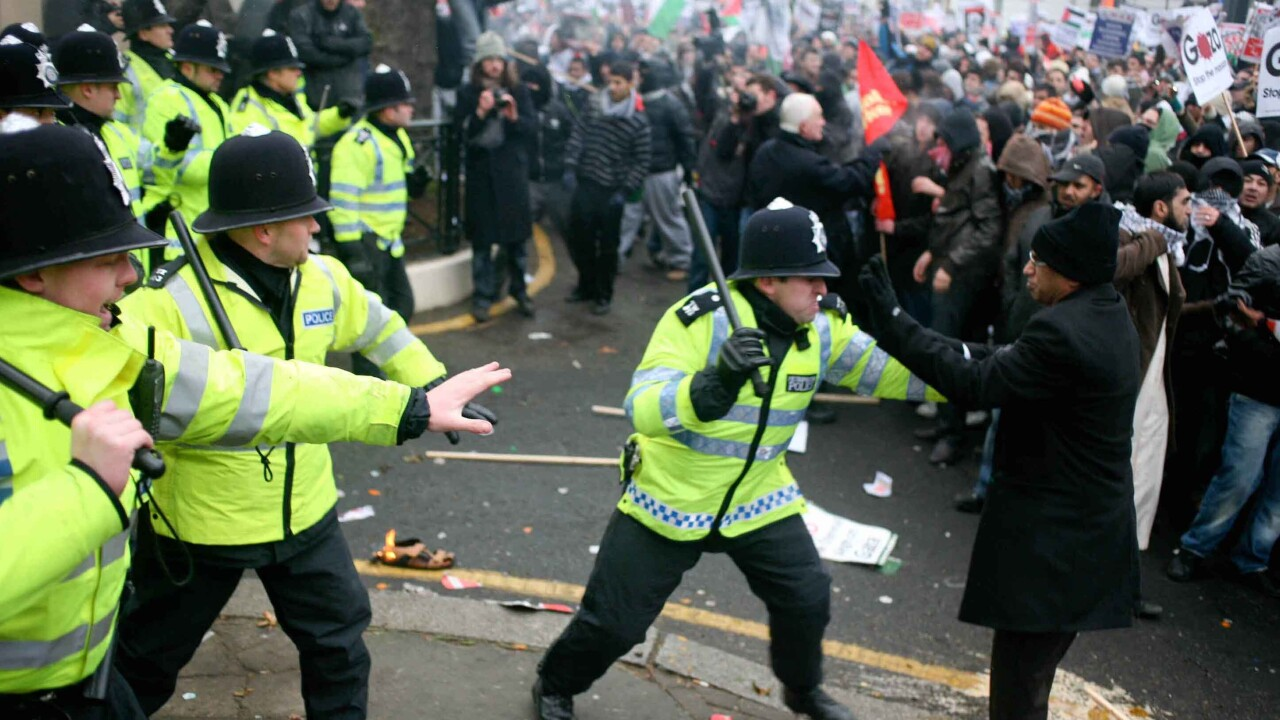 """UK riots spark a UK Twitter record, claiming """"1 in every 170 UK Internet visits"""""""