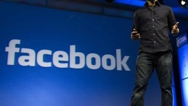 Facebook-made billionaire Dustin Moskovitz still flies economy