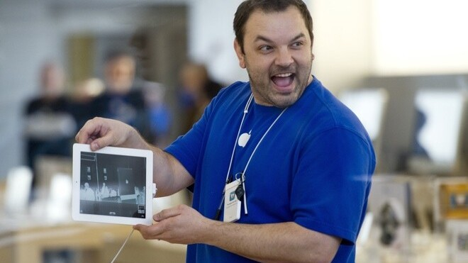 Apple mulls pilot program to lend iPads to retail staff