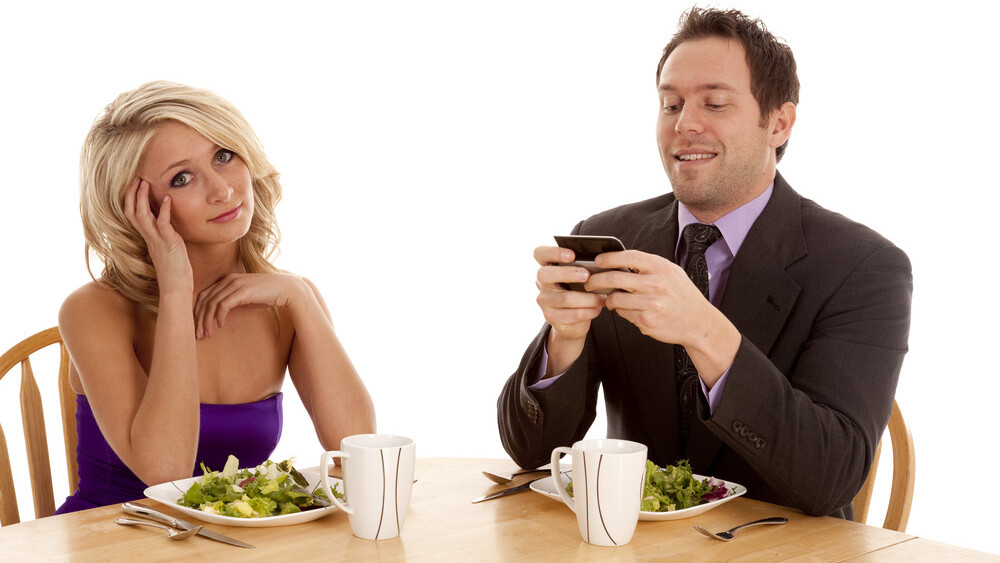 Does social media encourage bad table manners?