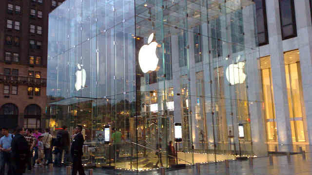 Apple to close U.S. stores for hour and a half during Steve Jobs memorial service