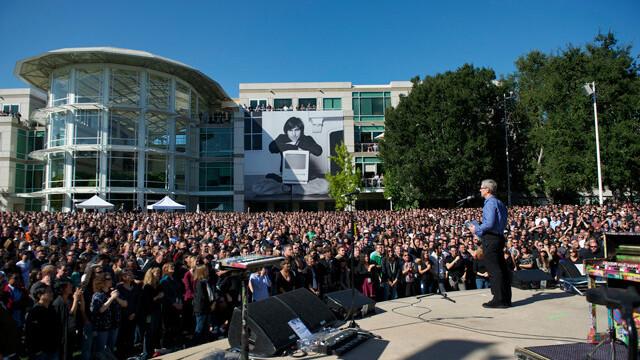 Apple pays tribute to Steve Jobs with memorial at 1 Infinite Loop [Video]