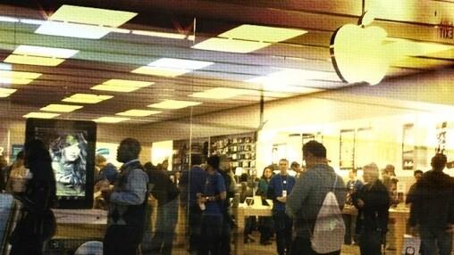 Apple Q4 2011: $28.27B revenue, 6.62B profit, $7.05 EPS, 17.1M iPhones, 11.1M iPads, 4.89M Macs