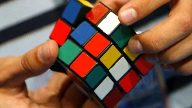 Watch the Rubik's world champion solve 5 cubes in 44 seconds [Video]