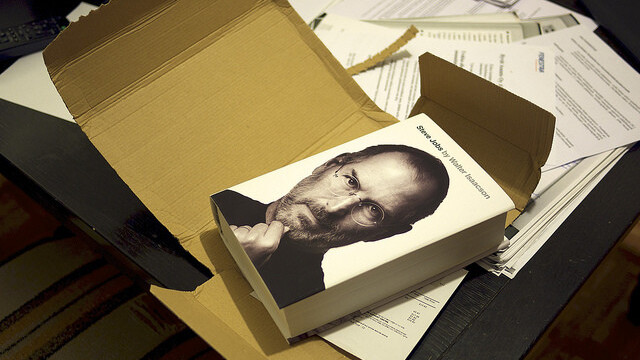Steve Jobs biography sells 379,000 copies in the U.S. during its first week