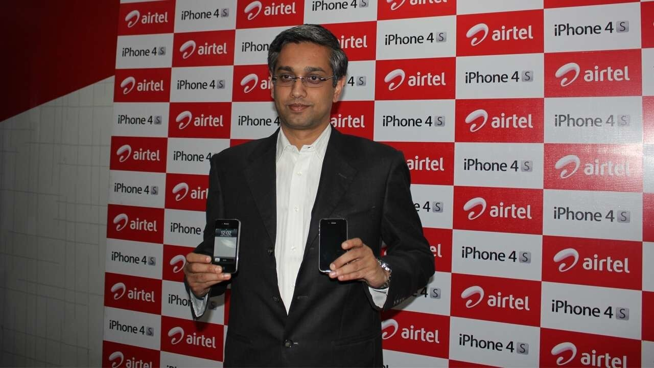 Apple iPhone 4S is now available in India but there aren't many takers