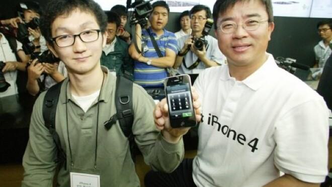 Apple rakes in 200,000 iPhone 4S pre-orders at Korean telecoms