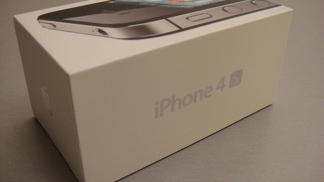 "Apple's ""enormous"" iPhone 4S launch closes gap with Android in U.S, says report"