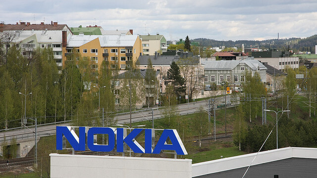 Nokia's Q4: $1.4 billion loss, sales down 21% with 19.6m smartphones sold