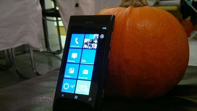 Nokia hands out free cupcakes in Belgium to flog the Lumia 800