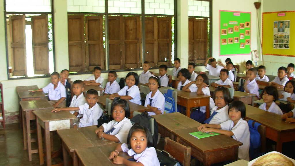 Thailand and China strike a deal to give tablet computers to Thai schoolchildren