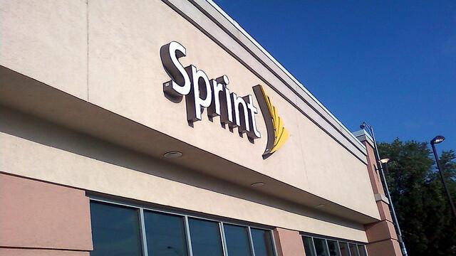 Sprint posts $863 million first-quarter loss, selling 1.5 million iPhones