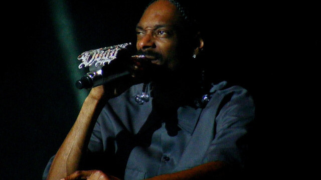 Snoop Dogg experiments with the future of print with smokable songbook [video]