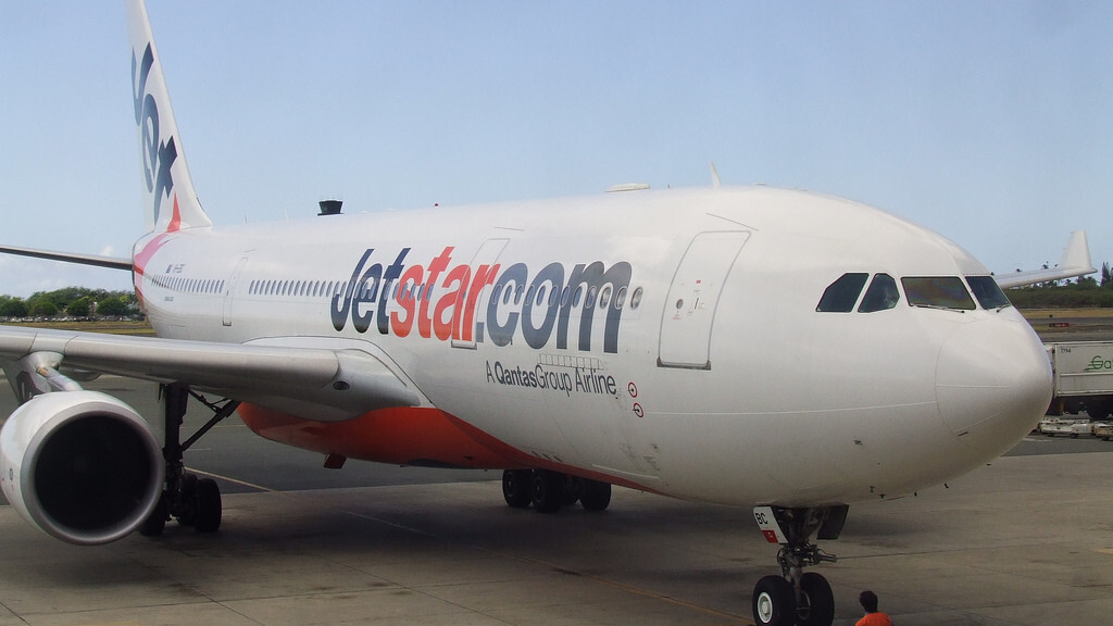 """Australian plane aborted landing because its captain was """"preoccupied with his phone"""""""
