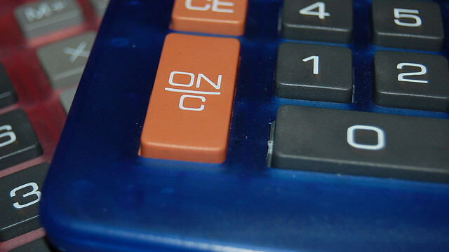 Here's the world's first calculator with CMOS chips from 1972 [video]