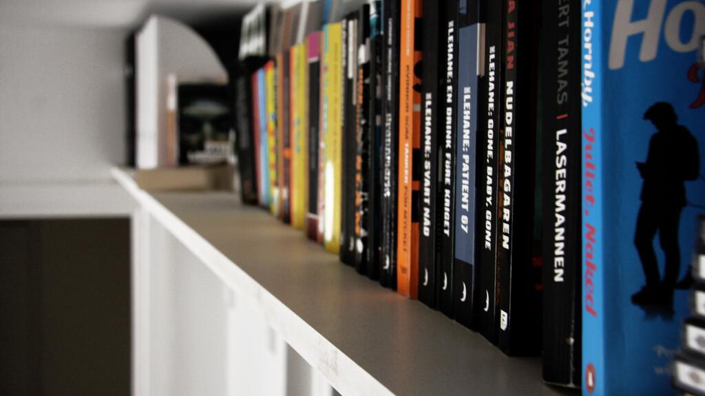 Apple set to replace Orange in rare sponsorship of UK book prize
