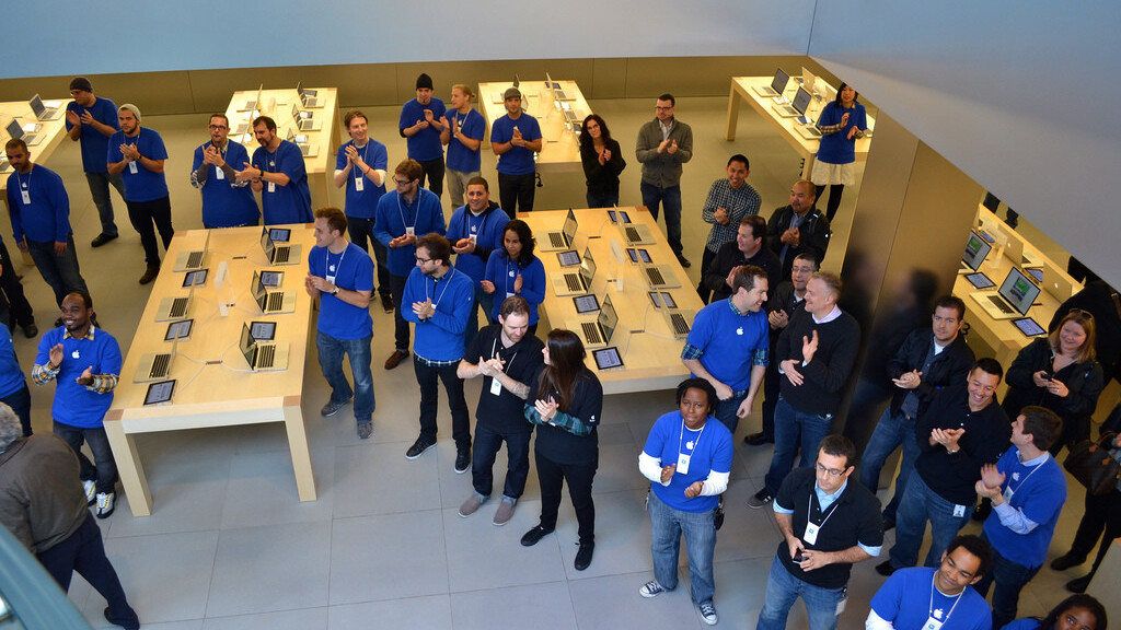 Apple registers new Russian distribution arm, may begin selling products directly in 2013