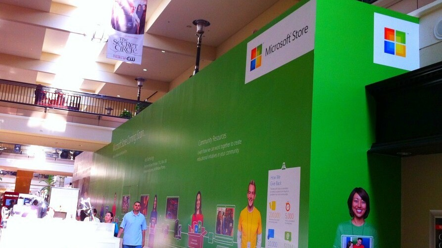 Microsoft ups its holiday store ante: Now 34 locations will blanket the US and parts of Canada