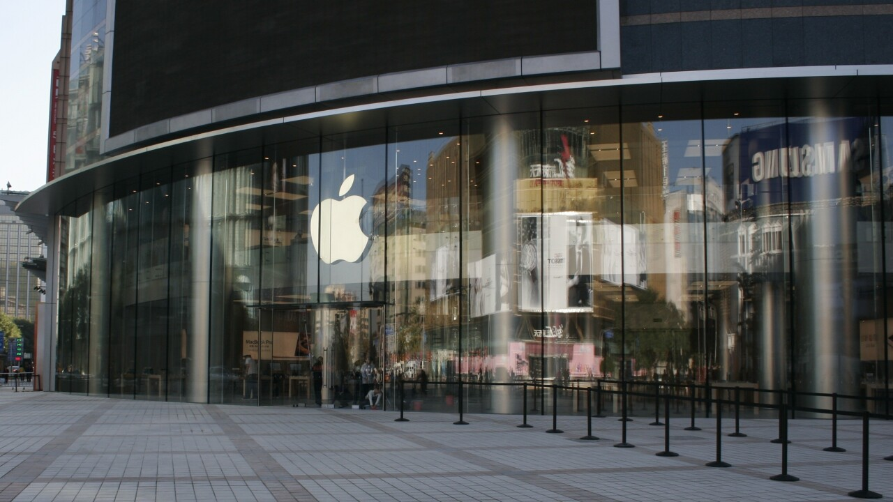 Apple's Browett guides tour of new Beijing store, confirms upcoming Shenzhen location
