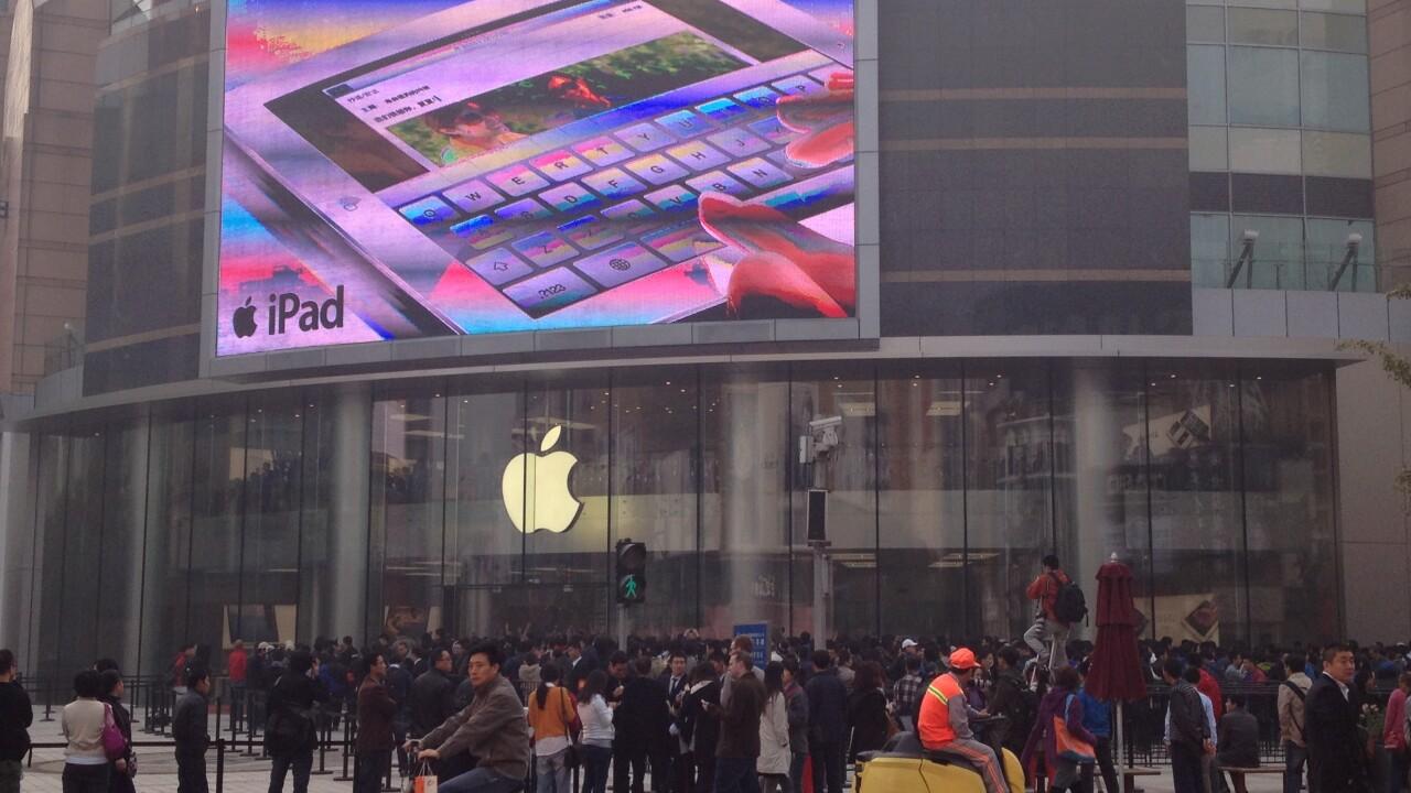 Apple opens new Wangfujing, China store to massive crowd