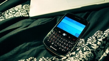 Twitter for BlackBerry updated with expanded tweets and a 'quick follow' button