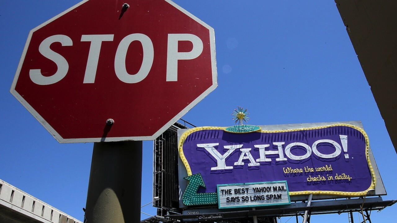 What's it gonna be, Yahoo? Are you shuttering your mobile blog or not?