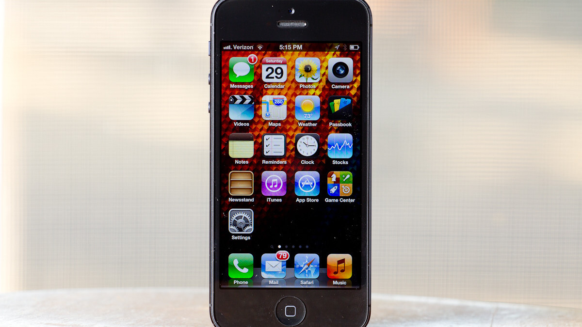 iPhone 5, iPod touch screens unresponsive under rapid diagonal swipes, may be due to in-cell tech