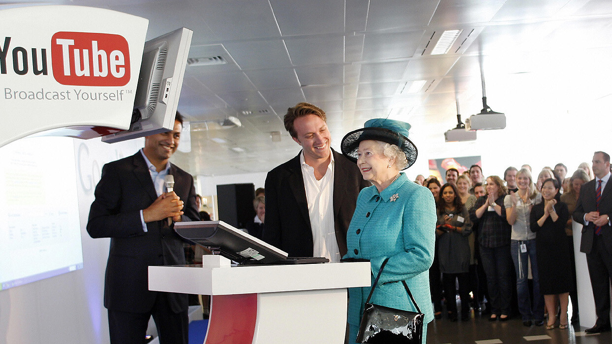 The Queen's Royal Collection in Britain gets a tablet computer – and it's a Samsung