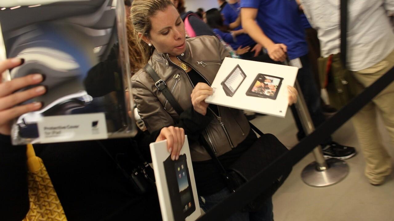 "Meet Ms.Mac 2012: ""The average female Mac user is pretty hot, if awkwardly dressed"""