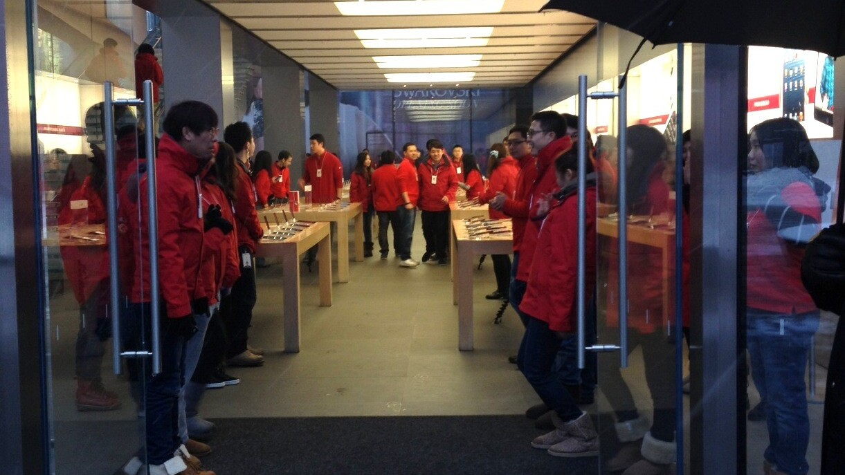 Apple sets new China record as iPhone 5 sales top 2 million in opening weekend