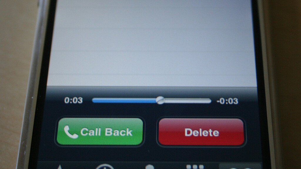 EE activates Visual Voicemail for UK iPhone 5 owners, but only on 4G plans