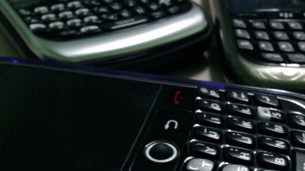 Samsung ad pokes fun at BlackBerry and promotes its SAFE technology for business users