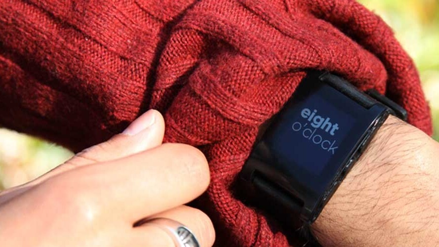 Pebble smartwatch enters mass production, featuring Sharp display, 7-day battery life, ships Jan 23
